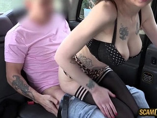Kinky brunette American Demona have sex with a taxi driver | americanbrunettekinkyold mantaxi