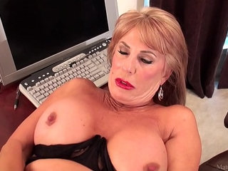 Slutty mature blonde Rae Hart prefers posing and playing with her sissy | blondeposingsissyslutty